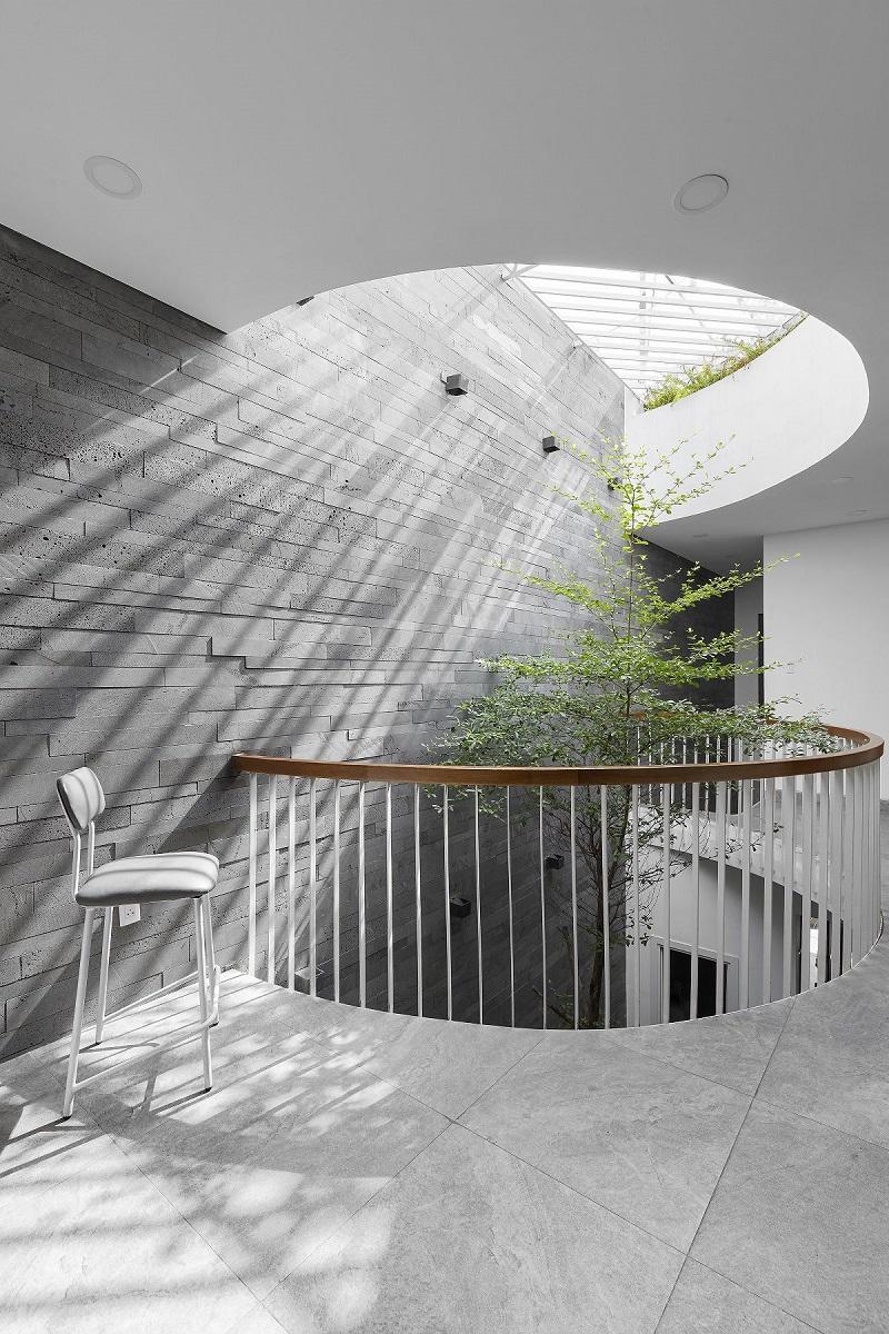 thiết kế giếng trời trên cầu thang