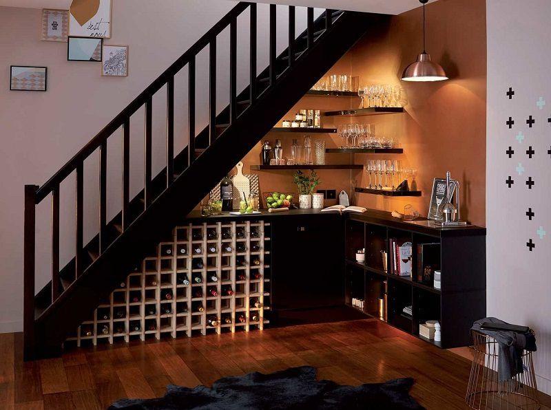 mẫu thiết kế tủ rượu dưới gầm cầu thang